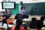 천안남산초등학교 6학년 학생들을 대상으로 심현보 박사가 과학자의 길이란 주제로 진로설계 강좌를 진행하고 있다