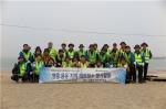 4월 29일 신공항하이웨이 임직원이 영종‧용유 지역 해변청소 봉사활동을 시행했다.