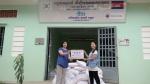 씨엔블루의 보컬 정용화와 정용화 팬클럽이 캄보디아 아동을 돕기위해 나눔쌀 4,764kg을 기부했다