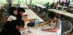 보롬왓 제주메밀축제를 찾아 who? 세계 위인전을 읽고 있는 어린이들