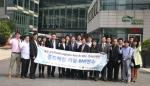 한국식품콜드체인협회 관계자들과 중국콜드체인협회 관계자들이 기념촬영을 하고 있다. (사진 오른쪽 일곱 번째 중국콜드체인물류연맹 대표 류징(刘京) 비서장, 여덟 번째 정명수 한국식품콜드체인협회 회장)