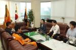 김현미 국회의원이 김달수 도의원과 함께 22일 일산소방서를 방문해 메르스 활동대원들의 노고를 격려하고 재난대응 실태점검 및 안전관리에 철저히 대비해 줄 것을 당부하였다