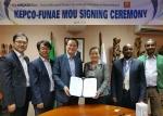 모잠비크 에너지기금청(FUNAE)와 마이크로그리드 활용 전화사업 상호협력 MOU 서명식. 최인규 한전 전력연구원장(왼쪽에서 세번째), 미켈리나 메네제즈 모잠비크 에너지기금청장(왼쪽에서 네번째)