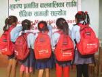 아름다운가게 네팔 1차 지원, 다딩지역 초등학생들이 나눠준 가방을 메고 있다.