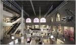 방송 스튜디오 컨셉으로 구성된 16미터 층고의 면세점 공간