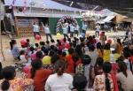 글로벌유스볼런티어의 캄보디아 희망의 학교 현판식 축하 특별공연 모습