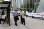 도로교통공단 서울지부가 7월 22일 서울시민을 대상으로 교통안전의식 확산을 위한 캠페인을 전개하고 있다.