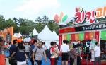 개막식 전부터 참가 업체들의 이벤트와 시식, 할인판매로 많은 방문객들을 맞이하고 있다.