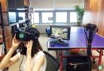 사진은 VR 360도 LIVE 중계 시스템을 통해 VR영상을 시청하고 있는 모습