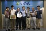 1실 1기업 기술지원 협약을 체결하는 아이렉스넷 엄준영 대표(좌측 3번째)와 ETRI 남은수 소장(좌측 4번째)