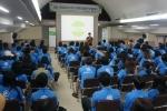 지난 23일 중∙고등학생 유자녀 80명과 대학생 멘토 80명이 캠프에 참가해 진행자의 설명을 듣고 있는 모습