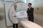 지멘스 헬스케어는 정다운병원에 초전도형 1.5 테슬라 MRI 장비인 마그네톰 에센자(MAGNETOM ESSENZA)를 전세계에서 2천번 째로 설치했다. 왼쪽부터 정다운병원 최상순 원장, 지멘스 헬스케어 MRI 총괄 지현준 부장