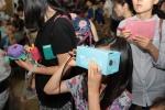 우주여행 대한민국과학창의축전에 참가한 청소년이 국립고흥청소년우주체험센터에서 제작한 가상현실을 체험하고 있다