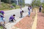 가산천 주변을 청소하는 린봉사단