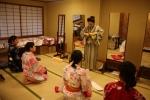 투숙객은 일본의 전통 유카타를 입고 호텔 숙박을 즐길 수 있다. 호텔 종업원이 올바른 방식으로 유카타를 입는 방법을 가르쳐 준다.