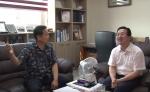 행복대사단 고문인 새누리당 대변인 이장우 국회의원과 행복토크쇼를 진행중이다