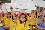 13일 충북 제천 청풍리조트에서, LS드림캠프에 참가한 초등학생들이 과학골든벨에 참여해 정답을 맞추고 있다