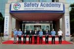 삼성물산은 13일 경기도 용인시 기흥구에 위치한 삼성물산 건설기술원에서 안전환경실장 정대영 부사장과 임서정 서울지방고용노동청장 등이 참석한 가운데 임직원과 협력회사 직원들의 안전체험 교육을 위한 Safety Academy 개관식을 가졌다