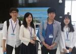 건국대 생명특성화대학 특성화학부 송희상 학생(4학년, 23, 사진 왼쪽 첫번째)이 지난 13~16일 홍콩과학기술대학교(HKUST)에서 열린 제6회 Asia-Pacific NMR 국제심포지엄에서 다제내성균에 대한 항생제 개발에 관한 연구로 우수포스터상을 수상했다