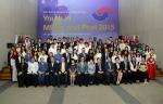 제26회 국제청소년포럼의 개막식이 8.18일 오후6시반 국제청소년센터 국제회의장에서 여성가족부와 한국청소년단체협의회의 개최로 열린 가운데, 전 세계 28개국 90명 청소년 참가자들이 기념촬영을 하고 있다.