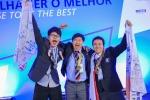 한국지멘스는 제43회 국제기능올림픽대회'의 동력제어 직종에서 지멘스 제품 교육 및 후원을 받은 강민수(가운데)씨가 금메달을 수상하는 쾌거를 거뒀다고 밝혔다