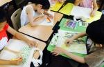 건국대 학생들이 초등학교를 찾아 미술디자인 재능기부 봉사활동을 펼치고 있다