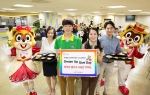 롯데월드가 28일(금) 임직원 참여 사회공헌활동의 일환으로 첫 번째 드림업 기부데이를 진행했다