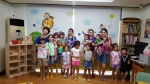 미국 다둥이와 한국 친구들이 함께 아소비에서 한글을 배우고 있다
