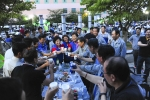 현대삼호중 주부대학이 개최한 일일호프에 하경진 사장 등 임직원 3000여명이 행사장을 찾아 즐거운 한때를 보내고 있다