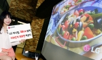 LG전자가 짧은 투사거리로도 초대형 영상을 즐길 수 있는 초단초점 미니빔을 출시했다