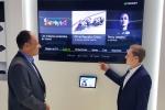 삼성전자 담당자가 네덜란드 암스테르담에서 열린 IBC 2015에서 스페인 텔레포니카의 IPTV서비스가 삼성 스마트TV에서 셋톱박스 없이 제공되는 것을 설명하고 있다