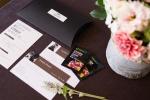 비밀의화원에이 아름다운 꽃제품에 비원인증서, 설명 엽서, 꽃 보존제 2개가 고급스럽게 포장 배달된다
