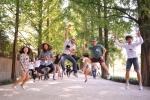 지난 19일 외국인 유학생들이 담양 메타세콰이어길을 방문해 한국의 아름다운 자연을 체험하며 즐거운 시간을 보내고 있다.