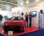 2015 프랑크프루트모터쇼에 참가한 ㈜파워프라자의 고성능 국산전기차 예쁘자나R. ㈜파워프라자 김성호 대표이사(왼쪽)가 독일 관람객에게 설명을 해주고 있다