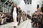 버버리, 2016년 봄/여름 버버리 프로섬 여성복 컬렉션 쇼 열어