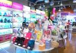 韓流ショッピングの中心、東京新宿に位置した韓流コスメショップスキンガーデンに韓国化粧品を探す客が増えている