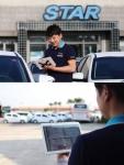 제주스타렌트카 직원이 갤럭시 탭을 이용 해 전자 계약서를 작성, 고객에게 안내를 하고 있다
