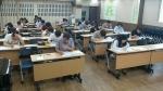 수험생들이 제 2회 CS클레임관리사 자격시험을 치르고 있다