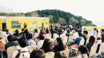 신한카드는 10월 3일 부산 더 베이 101에서 '신한카드 루프라운지'를 운영했다. 이 날 700여명의 시민과 부산영화제 관객들이 토크 프로그램, 바닐라 어쿠스틱의 공연을 함께 했다.