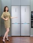 삼성전자 모델이 6일 삼성전자 수원사업장 생활가전동 프리미엄하우스에서 영국 최고 권위의 제품 평가 전문매체 트러스티드 리뷰 평가에서 10점 만점을 획득하며 에디터스 초이스에 선정된 삼성 셰프컬렉션의 상냉장 하냉동 2도어 냉장고를 소개하고 있다
