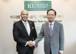 건국대 송희영 총장은 6일 말레이시아 마라장학재단 다토 압둘 카림 무스타파회장을 만나, 두 기관의 교류 협력 강화 방안에 대해 논의했다