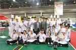 이번 대회에서 학생들을 지도한 한국관광대학교 윤수선, 류정열 교수와 함께 시상 후 재학생들이 기념사진을 촬영하고 있다
