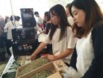호원대 청년무역전문가양성사업 교수와 학생들이 군산지역 중소 식품업체들과 미국 로스앤젤레스 국제농수산물전시회에 참가했다