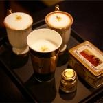 블루콤마가 전세계 유일의 순금·사프란 카푸치노인 골드치노를 출시했다