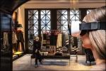 모델이 타미 힐피거의 뉴욕 5번가 플래그십 매장에서 가상현실 핸드셋을 착용하고 있다.