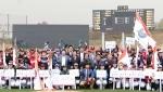 LG전자가 후원하는 2015 LG배 한국여자야구대회가 개막했다. 24일 경기 이천에서 열린 개막식에서 주요관계자들과 선수들이 기념촬영을 하고 있다