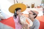 25일 서울 강북구 북서울꿈의 숲에서 열린 2015전국생활문화제의 체험존에서 참가자가 전통악기인 나각을 체험하고 있다.