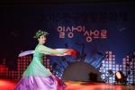 24일 서울 강북구 북서울꿈의 숲에서 열린 2015전국생활문화제에 참가한 동호회 '줌국악예술단' 팀이 화려한 공연을 펼치고 있다.