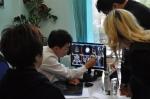 카자흐스탄 환자를 진료하는 서울부민병원 김상혁 척추센터장(왼쪽 두 번째)