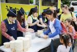 희망이음이 9월 19일 경기 수원대학교에서 열린 화성시 다문화가족 의료지원 행사에서 다문화가족 및 봉사자들 대상으로 점심식사를 후원했다
